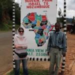 Katharina und Zack, unser Fahrer, am Rift Valley