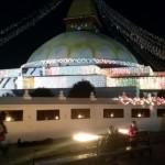 Stupa in einer Vollmond-Nacht